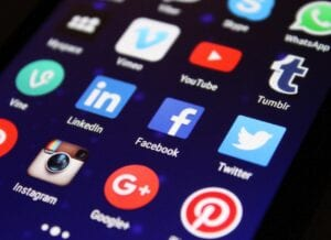 mobile apps used for social media job search