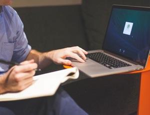 man using a macbook