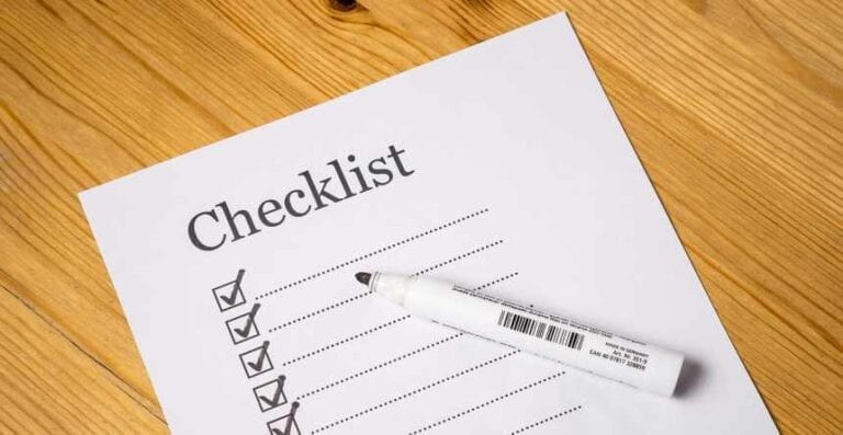 A checklist for job seekers when doing a resume critique.
