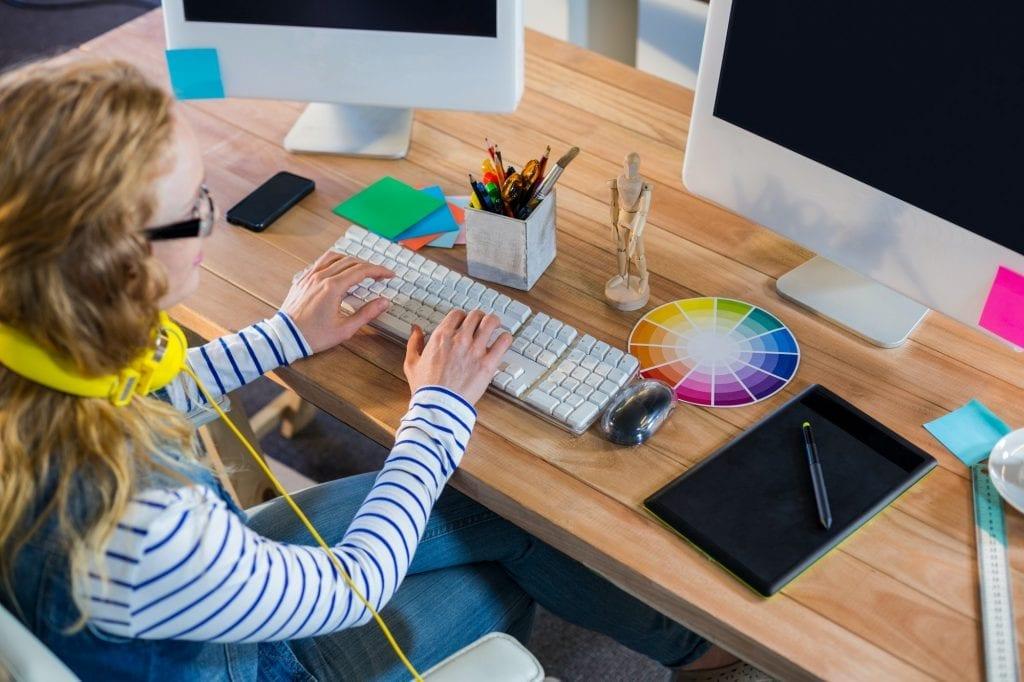 Artist viewing graphic designer resume tips