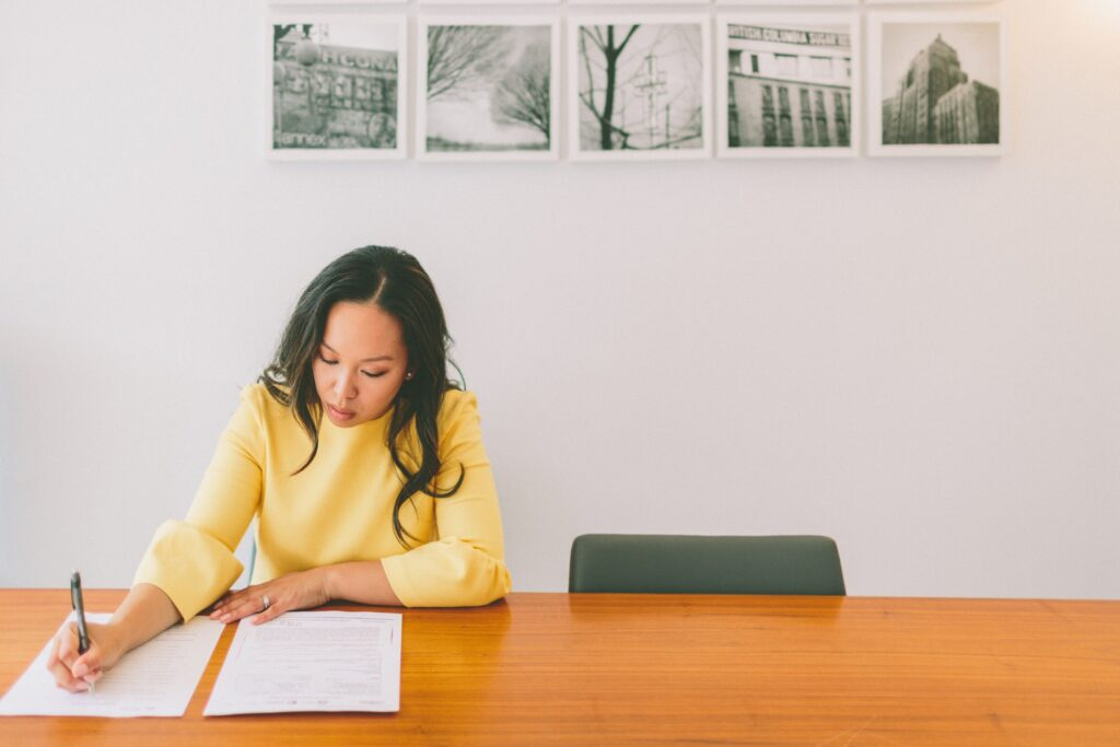 Woman Listing Down Tips On How To Prepare For An Interview