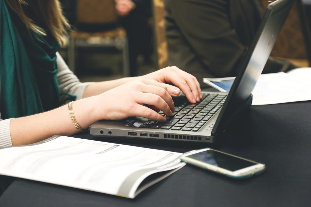 Job seeker looking for resume vs job description comparison blogs